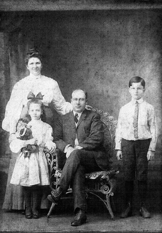 Alfred Harrington family of N 7th Street, Apollo PA, circa 1905