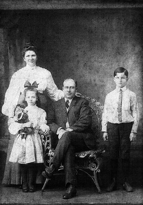 Alfred Harrington family of N 7th Street, Apollo PA, circa 1905